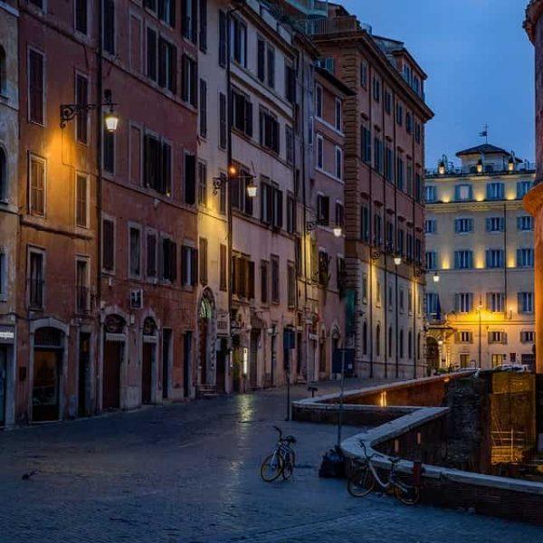 Strada di Roma, di sera